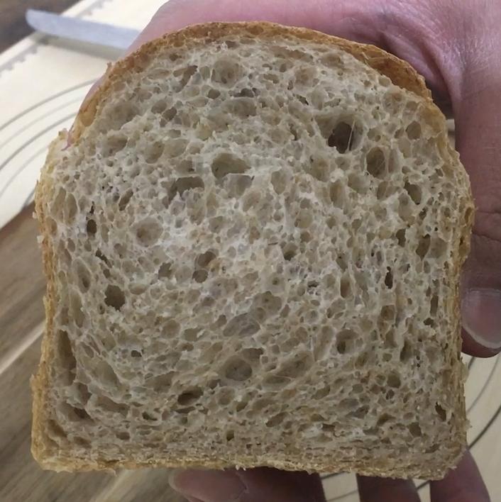 全粒粉食パン断面